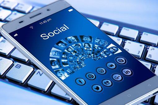 Existen diferencias entre crisis en medios tradicionales y en redes sociales que deben tenerse en cuenta para abordar su gestión con rapidez y eficacia