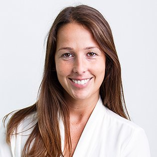 María Eça